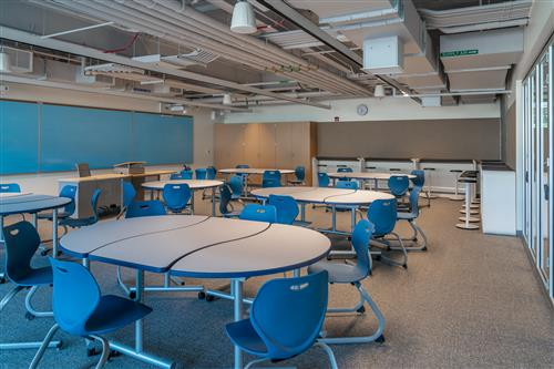 New classroom with reconfigurable furniture